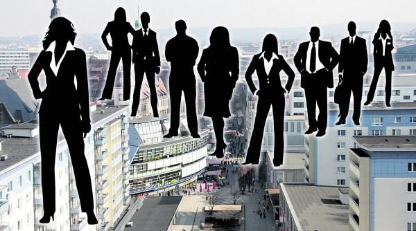 Die Einkommensmillionäre leben eher im Schattendasein. Während es in Sachsen insgesamt 180 gibt, leben in Bayern mehr als 3400 Menschen mit so einem Einkommen. Fotomontage: bit; geralt/pixabay