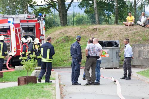 Alarmzeit 09:28 Asylheim Aue ... erster Tatverdächtiger verhaftet auf Bild Rückfragen unter 015227225278