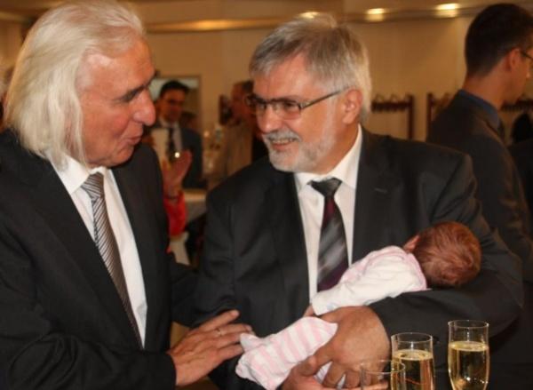 Frieder Stimpel freut sich auf die Familie uns seine fünf Enkelkinder