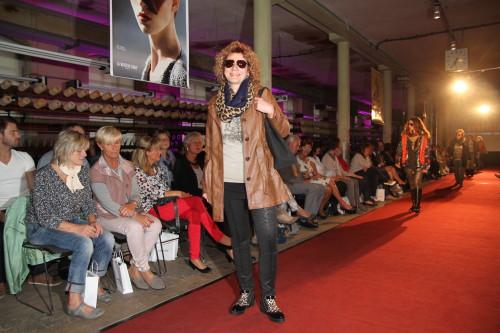 Rund 200 Gäste kamen am vergangenen Freitag zum Benefiz Fashion Event in die Tuchfabrik Gebr. Pfau. Foto: Alice Jagals