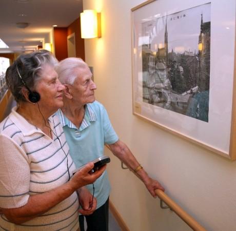 Die Audi-Guides der Dauerausstellung im SenVital Senioren- und Pflegeheim besprach Stefan Weber. Sein Erbe wird durch den Förderverein auch in sein Sinne weitergeführt. Foto: Verein