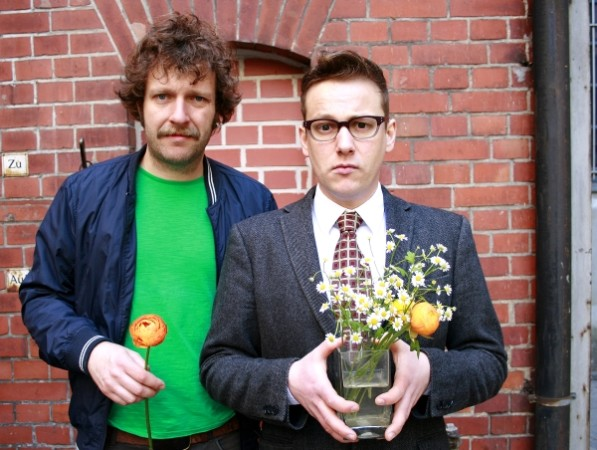 Amüsantes geben diese beiden Herren im Stadttheater Glauchau von sich. Foto: Veranstalter