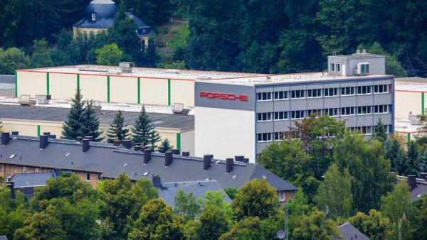 Porsche Werkzeugbau GmbH in Schwarzenberg Fotos: Porsche AG