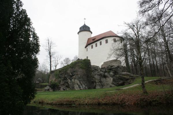 Zu Beginn der diesjährigen Schließzeit werden in der Burg Rabenstein die Turmtreppe und das Burgsaal-Parkett in Ordnung gebracht. Foto (Archiv): bit