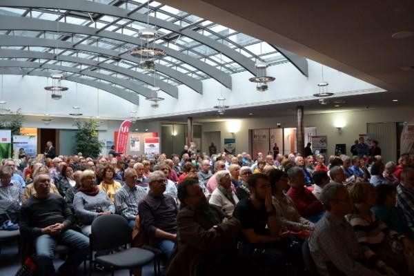"""Interessierte Besucher und volles Haus bei der Messe """"Mein Haus"""" am Samstag bei der Sparkasse im Chemnitzer Moritzhof. Foto: ihst"""