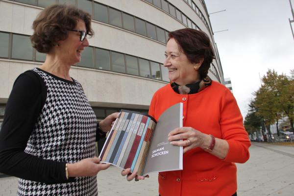 Dr. Sabine Wolfram und Raheli Edelman nutzten am Montag die gelegenheit sich auszutauschen auch über das Schaffen des berühmten Großvaters. Foto: bit