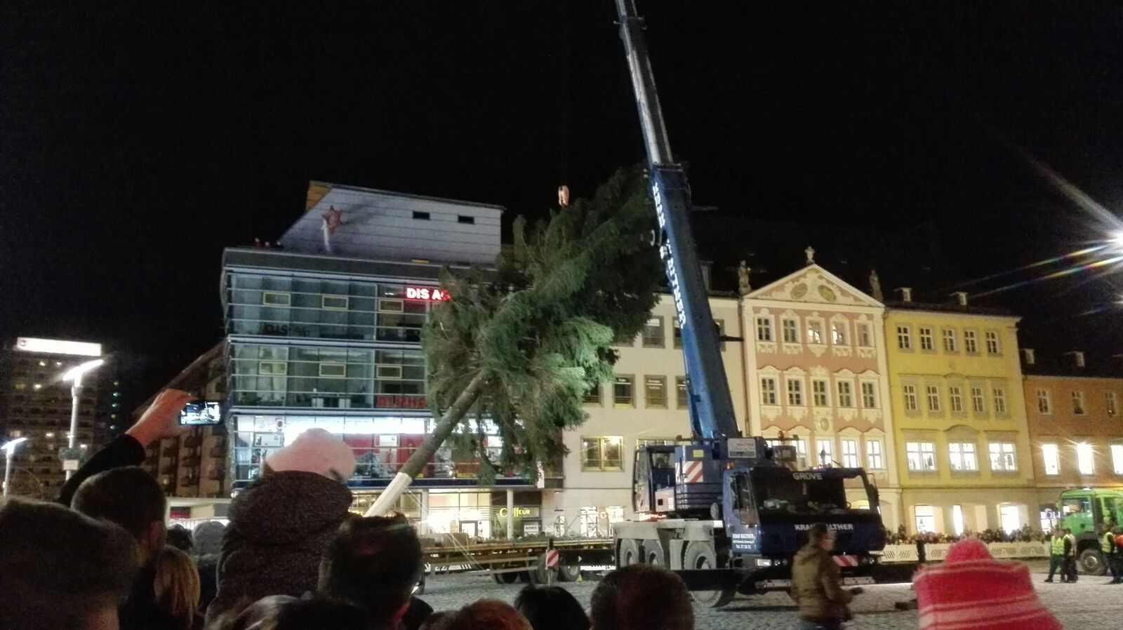 28m hoch und 80 jahre alt chemnitzer weihnachtsbaum wird. Black Bedroom Furniture Sets. Home Design Ideas