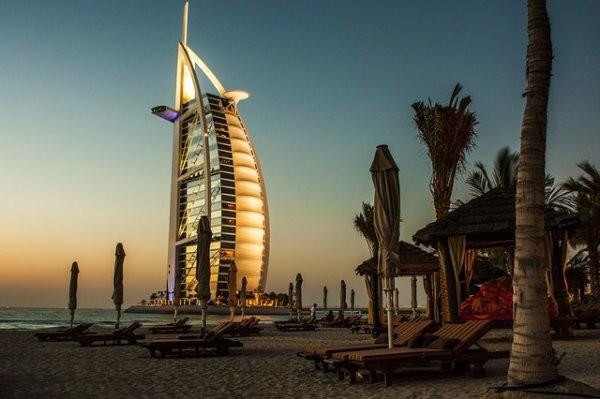 Das 7-Sterne-Hotel Burj-al-arba gilt als Wahrzeichen von Dubai. Foto: pixabay.com