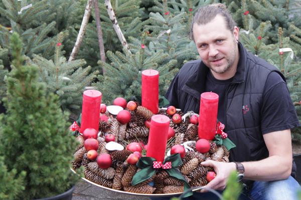 David Gehrisch, Floristmeister im Gartenfachmarkt Richter. Fotos: bit