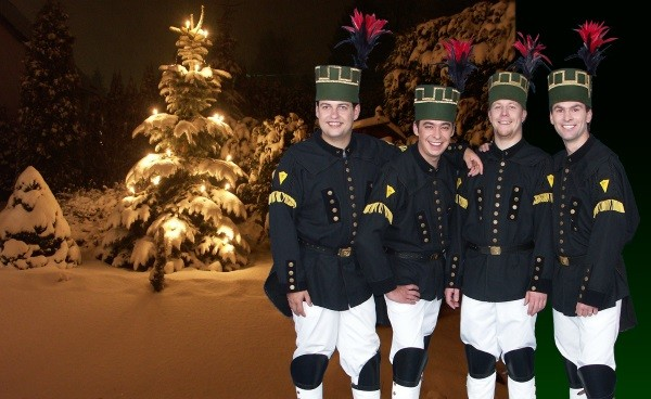 Die Bergsänger Geyer unterhalten am Samstag ab 18.15 Uhr auf der großen Bühne auf dem Markt mit einem weihnachtlichen Weisen aus dem Erzgebirge. Ihr Programm beinhaltet humorvolle Texte über Weihnachtsbräuche sowie Vorstellung ausgewählter Weihnachtstraditionen. Foto: www.bergsaenger-geyer.de/