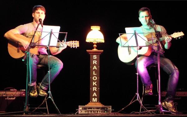 SRALOKRAM-Zwillinge Marko (r.) und Lars Weiß geben erstmals zwei Konzerte zum Weihnachtsmarkt Lößnitz. Foto: privat