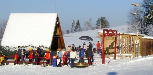 Die Abteilung Ski des ESV Zschorlau ist bestens auf den Winter vorbereitet. Nun fehlt nur noch der Schnee. Foto: Verein