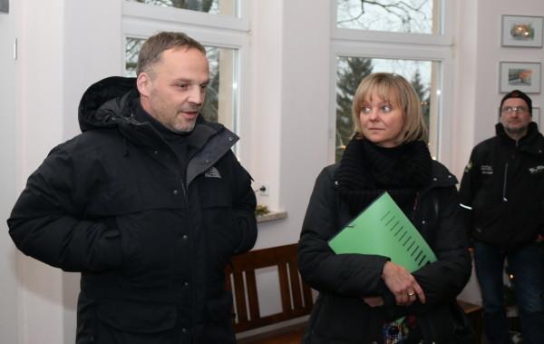 Dirk Neubauer, Bürgermeister von Augustusburg, im Gespräch mit der Geschäftsführerin des Tourismusverbandes Erzgebirge Veronika Hiebl. Foto: rp