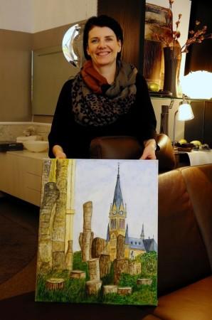 Susanne Stein mit einem Bild des Malwettbewerb Mal was anderes.
