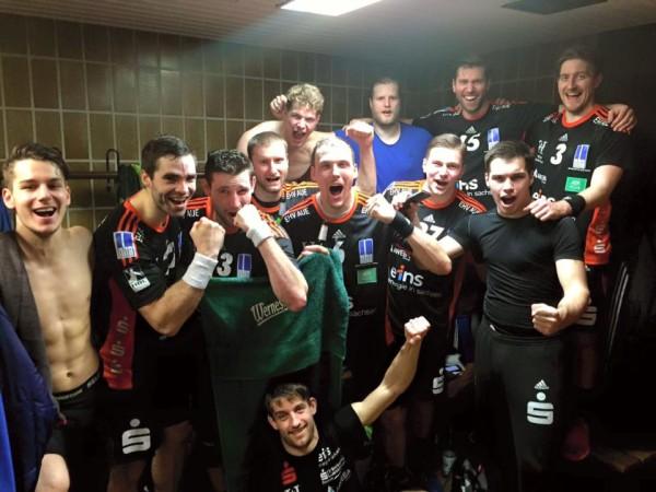 Dieses Foto posteten die Spieler des EHV Aue nach dem Sieg