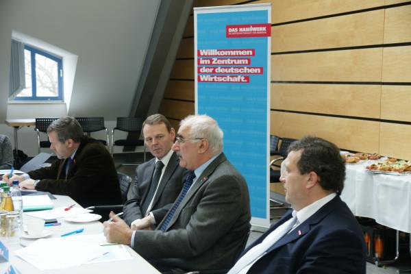 Dr. Jörg Dittrich, Präsident der Handwerks-kammer Dresden, Dietmar Mothes, Präsident der Handwerkskammer Chemnitz sowie Claus Gröhn, Präsident der Handwerkskammer zu Leipzig (v.r.).