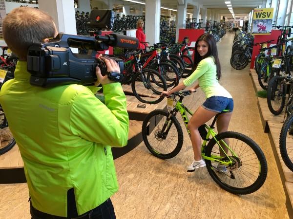 Die tollsten Bikes und tollsten Outfits - die gibt es natürlich bei Lucky Bike.