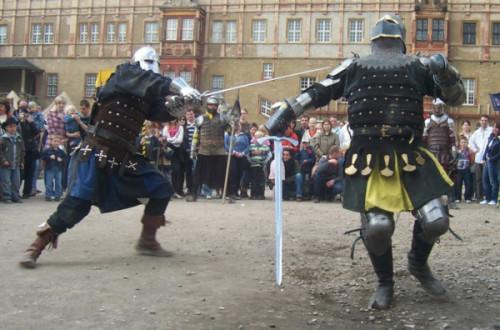 Die Schwarzen Ritter werden mit Schild und Schwert Ruhm und Ehre vertetigen. Foto: Veranstalter
