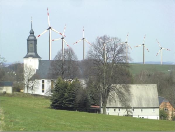 Sieht es so bald aus in Euba? Riesige Windräder mit Schattenwurf und Lärm statt idyllischem Landleben? Foto: fs/Montage