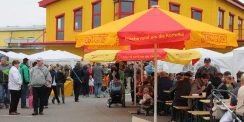 Zahlreiche Besucher sorgten für Volksfestcharakter. Foto: Uwe Wolf