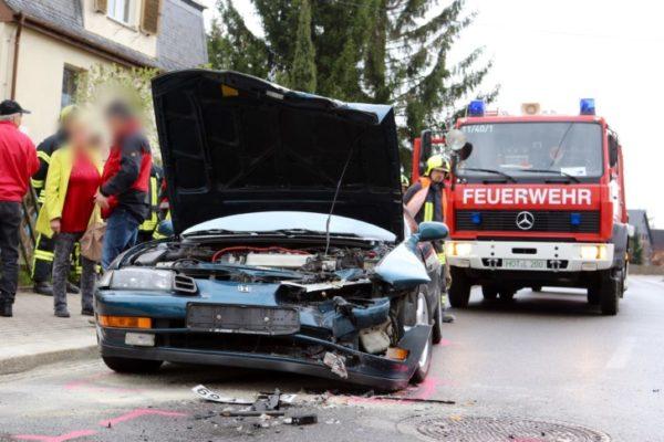 Eine Person wurde bei diesem Unfall in Gersdorf verletzt. Fotos: Jens Gerber