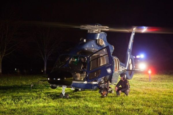 Mit einem mit Wärmebildkameras ausgestatteten Hubschrauber versuchte die Polizei die 90-Jährige zu finden. Foto: Daniel Unger
