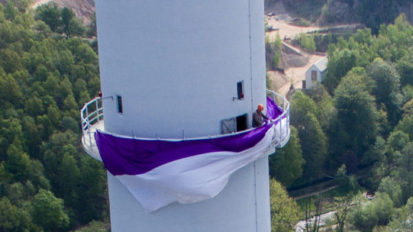 Aue Fahne auf 135m Höhe