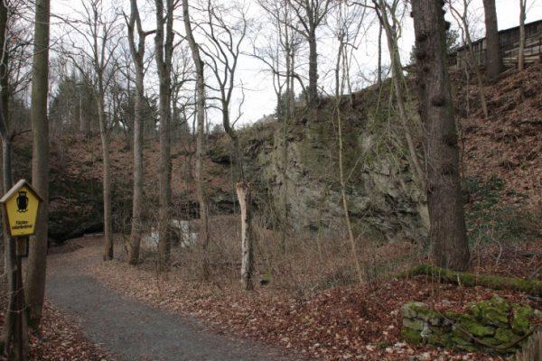 Weil die Felsböschung des Hanges am ehemaligen Naturtheater in Rabenstein instabil eingeschätzt wurde …