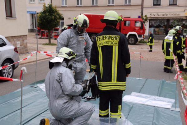 Großeinsatz in Eibenstock nach einem Uranfund im Polizeirevier. Beteiligte Einsatzkräfte mussten auf STrahlung untersucht werden. Fotos: Daniel Unger