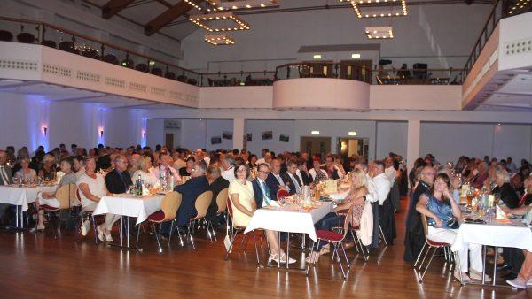 """Etwa 300 Gäste feiern den Doppelgeburtstag am 20. August im Schneeberger Kulturzentrum """"Goldne Sonne"""". Foto: Olaf Seifert"""