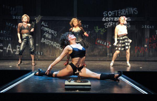 """Das Musical """"Flashdance"""" nach dem Buch von Tom Hedley und Robert Cary wird auch wieder in der neuen Spielzeit auf der Chemnitzer Opernbühne zu sehen sein. Foto: Dieter Wuschanski / Die Theater Chemnitz gGmbH"""
