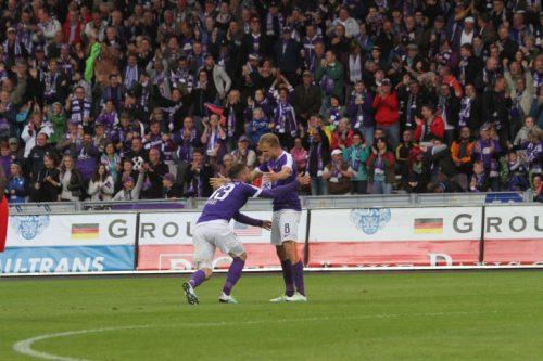 Tor für den FC Erzgebirge Aue. Jubel beim Torschützen Nicky Adler (rechts) und Christian Tiffert. Foto: Stefan Unger