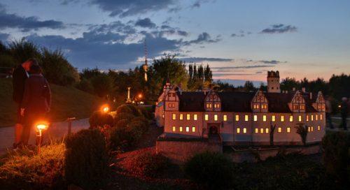 Auch der Glauchauer Schlösserkomplex wird sich zur Miniwelt bei Nacht beleuchtet zeigen. Foto: Miniwelt