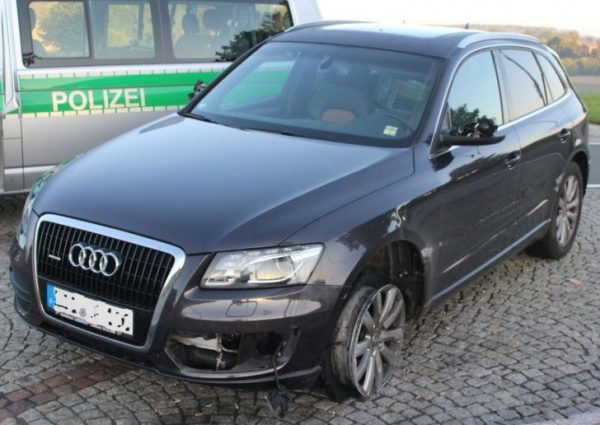 Den gestohlenen Audi stellte der Dieb nach einer Verfolgungsjagd in Bayern ab. Foto: Polizei