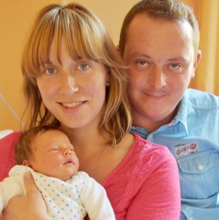 1000ste Geburt: Denise Rößler und Ronny Harzer mit Alfred Emil. Foto: Klinikum