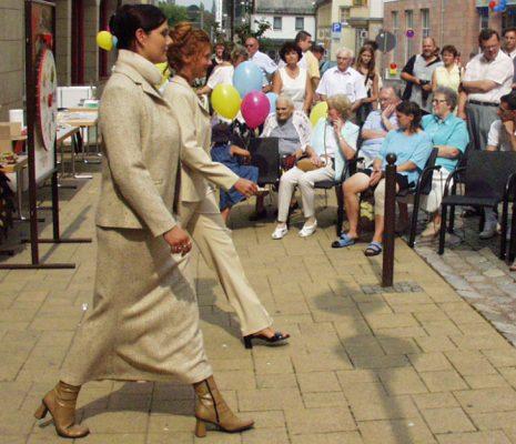 Auch Modeschauen gehören mit zum umfangreichen Programm. Foto: Uwe Wolf (Archiv)