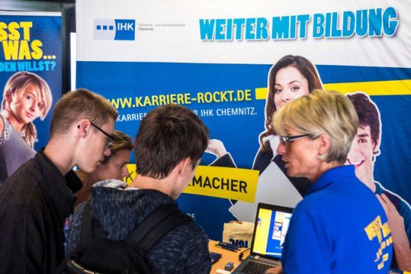 Zahlreiche Jugendliche informierten sich über die Ausbildungsangebote. Fotos: Peter Kuckenburg