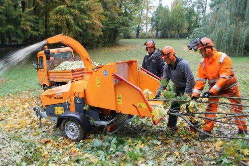 Abfalläste wurden von den Bauhofmitarbeitern per Schredder vor Ort  zerkleinert. Foto: Uwe Wolf