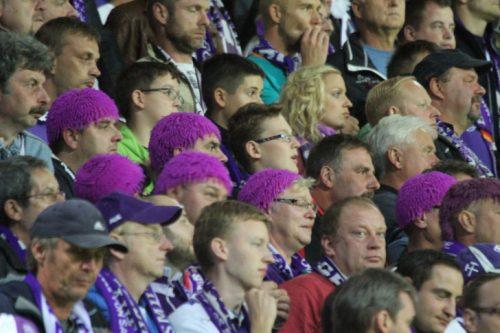 Die Fans des FC Erzgebirge Aue stehen auch in schlechten Zeiten ganz fest hinter ihrer Mannschaft, die momentan eine schwere Zeit durchlebt. Foto: Stefan Unger