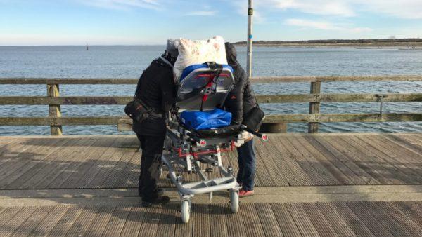 Vivien und Mathias Mischo erfüllen einem sterbenskranken Erzgebirger einen letzten Wunsch: Noch einmal das Meer sehen. Foto: ASB
