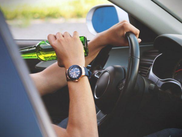 Mit fast 3 Promille war der Fahrer des Unglückswagens unterwegs. Symbolbild: Pixabay