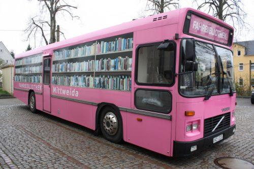 pinky ist ein besonderer bus wochenendspiegel. Black Bedroom Furniture Sets. Home Design Ideas