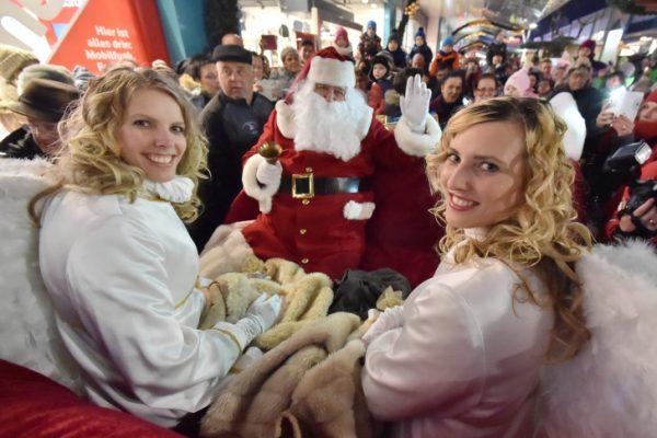 Die Weihnachtsengel und der Weihnachtsmarkt im Chemnitz Center. Foto: Chemnitz Center